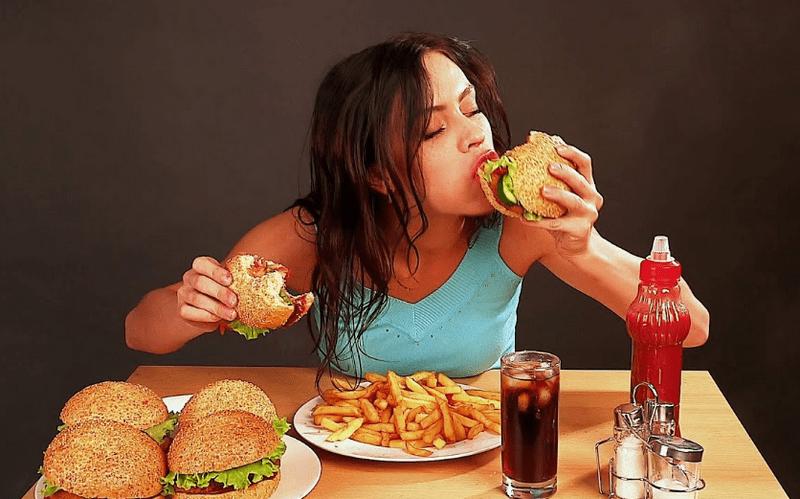 Danh sách thực phẩm dễ gây mụn cần hạn chế dùng trong ngày Tết
