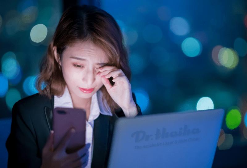 Ánh sáng xanh là gì? Có ảnh hưởng gì đến làn da?