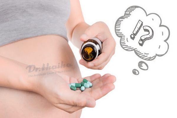 Hỏi đáp: Uống isotretinoin trị mụn có gây vô sinh không?